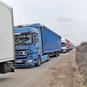 """44 украински шофьори изкараха карантината си на летище """"Узунджово"""" и преминаха в Турция"""