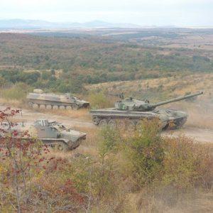 """6 свободни места за цивилни в полигона """"Корен"""" и военния клуб в Харманли"""