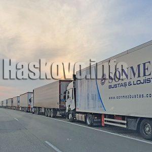 Колоната от тирове на турската граница стигна до Харманли