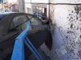 Нарушение на правилата - причина за удара на маздата в къща, 23-годишната водачка помела и три коли на пътя