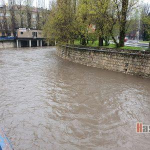 Снимка на деня: Пълноводна река
