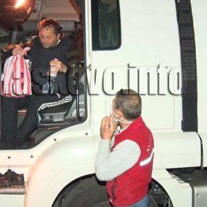 Турското консулство с пакети храна и вода за шофьорите на 50-километровата опашка