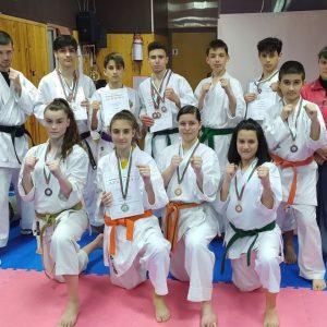 """11 медала за """"Торнадо"""" от държавното първенство по карате"""