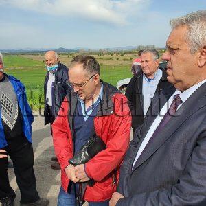 Жителите на Малево блокираха пътя заради загробените кокошки – ВИДЕО, ОБНОВЕНА