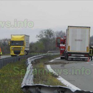 """Камион катастрофира на магистрала """"Марица"""""""
