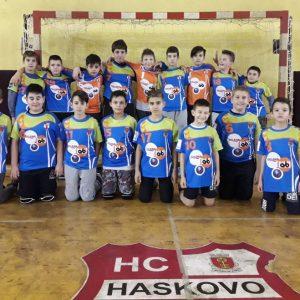 Младите хандбалисти се окичиха със златните медали