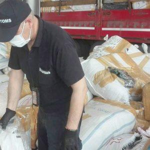 Откриха близо 500 000 маски, шлемове и ръкавици в камиони на границата