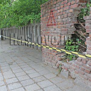 Отцепиха с ленти рушащите се казарми в Хасково