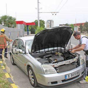 Пожарникари отцепиха бензиностанция заради теч на газ от Опел