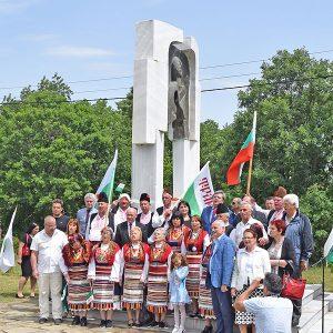 Поклонение на Илиева нива за 107 г. от масовото избиване на тракийски бежанци