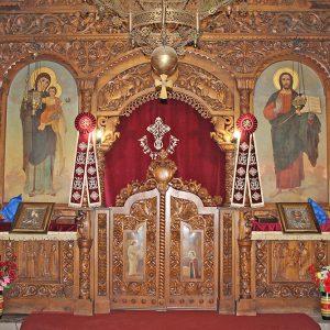 """Уникален иконостас в църквата """"Св. Иван Рилски"""" в Харманли"""