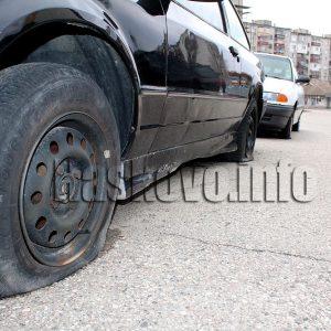 """Хасковлия наряза гумите на две коли в квартал """"Орфей"""""""